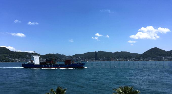 関門海峡下関側からの門司港