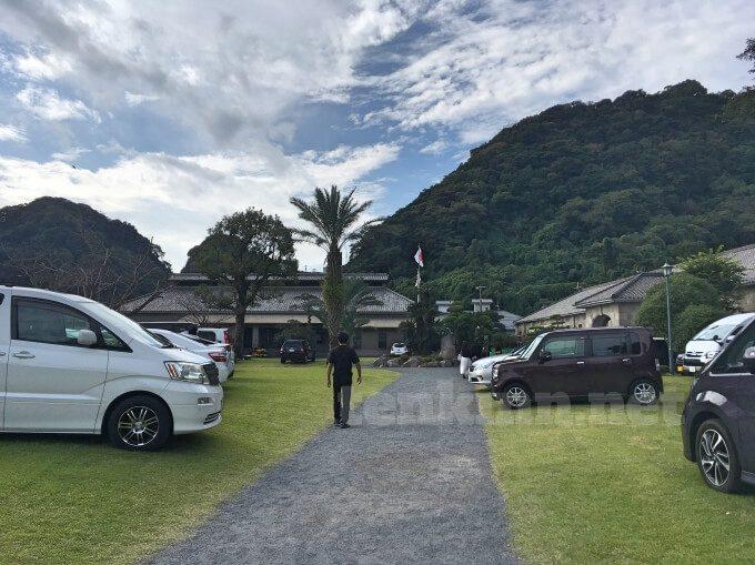 仙巌園の駐車場事情、こんな所にとめて良いの!?