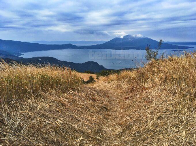 鹿児島の狐ヶ丘高原の遊歩道は急斜面を歩く