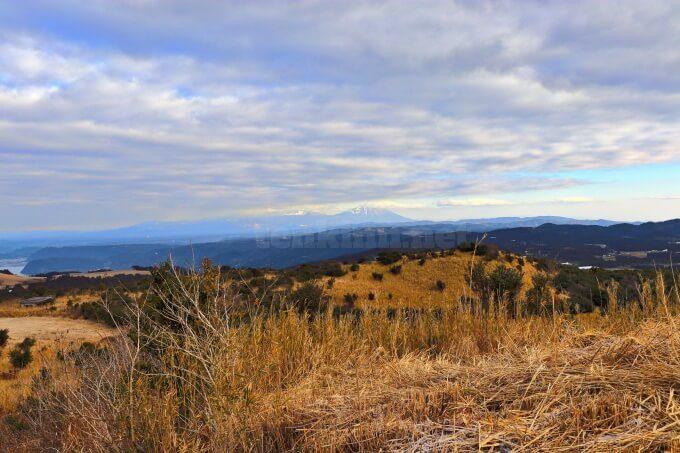 鹿児島の狐ヶ丘高原から見た霧島連山