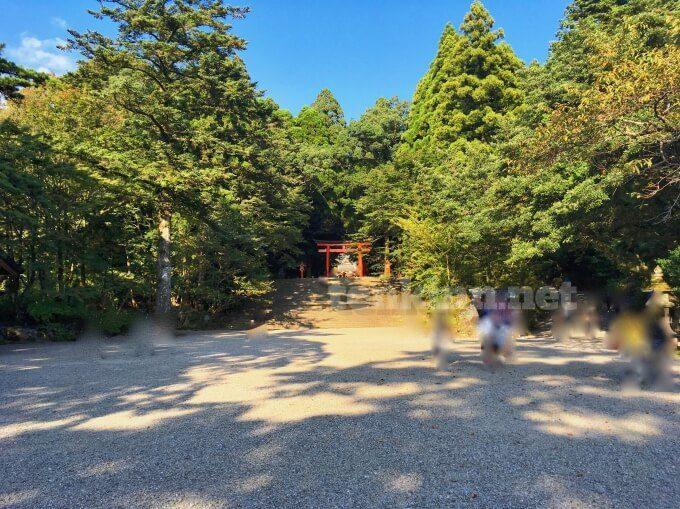 霧島神宮の駐車場にとめたら近い。登らなくていい