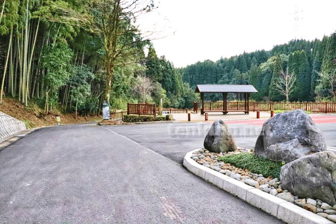 掛橋坂の駐車場は2つある?