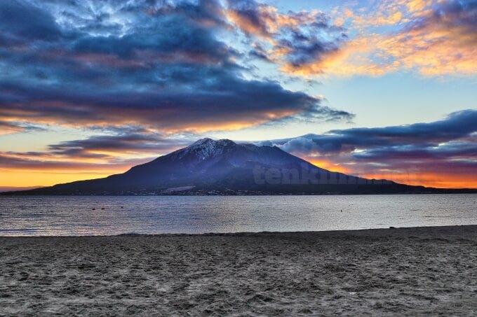 磯海岸は、西郷どんのオープニングで桜島が見える海で、九面太鼓を叩いているロケ地