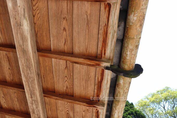 7知覧武家屋敷の森重堅庭園の雨樋は木製