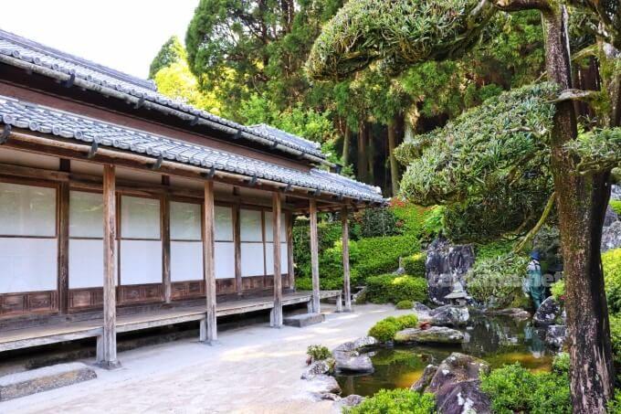 7知覧武家屋敷の森重堅庭園は、西郷どんで赤山先生の屋敷設定
