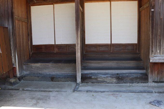 7知覧武家屋敷の森重堅庭園は、お殿様用入り口が別にある