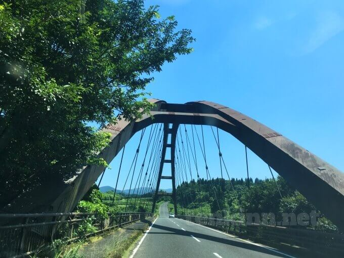 雄川の滝から見える橋はどこ?
