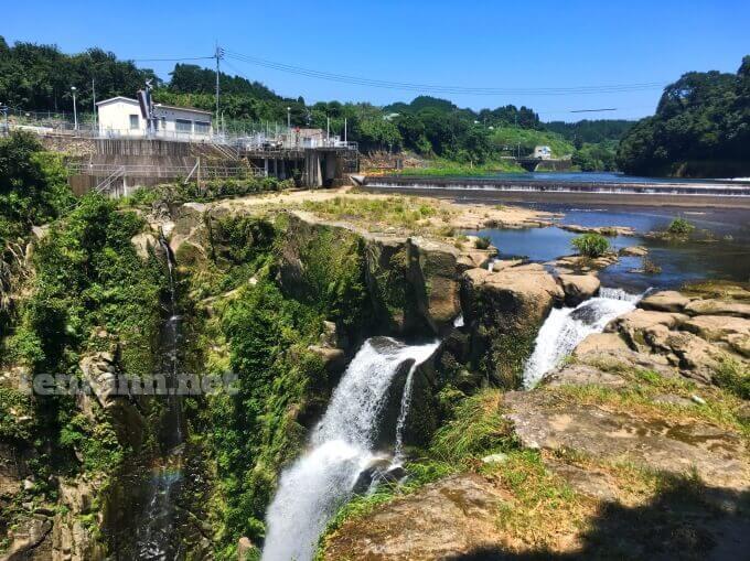 雄川の滝の上流にある九州電力のダムから放流されると残念なことに