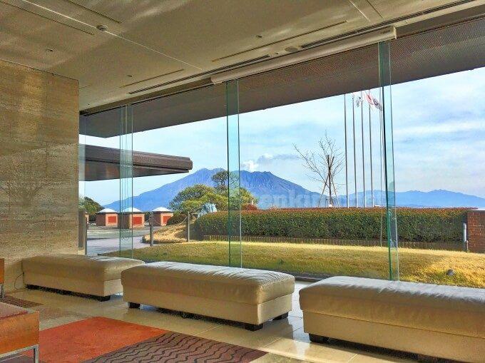 城山ホテル鹿児島のロビーから見える絶景桜島