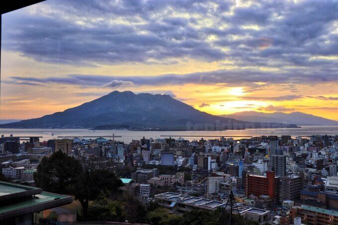 城山ホテル鹿児島の部屋から見える朝日