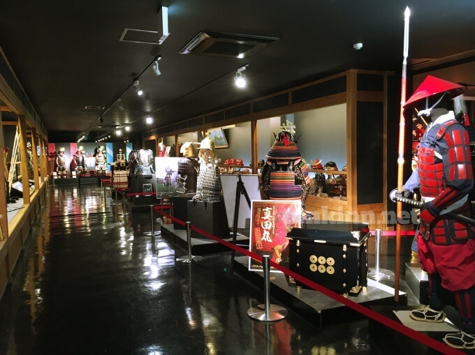 薩摩川内市の甲冑工房丸武は、名だたるドラマや映画で使った甲冑もズラリ