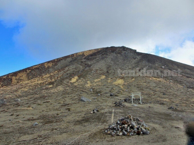 23高千穂峰登山、下って背門丘