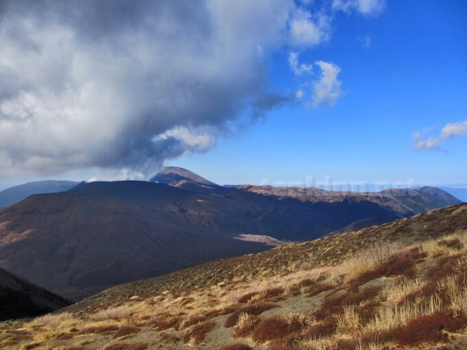 28高千穂峰登山、新燃岳の噴火がすごい