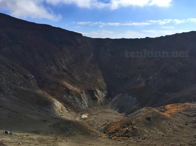13高千穂峰登山、お鉢恐い