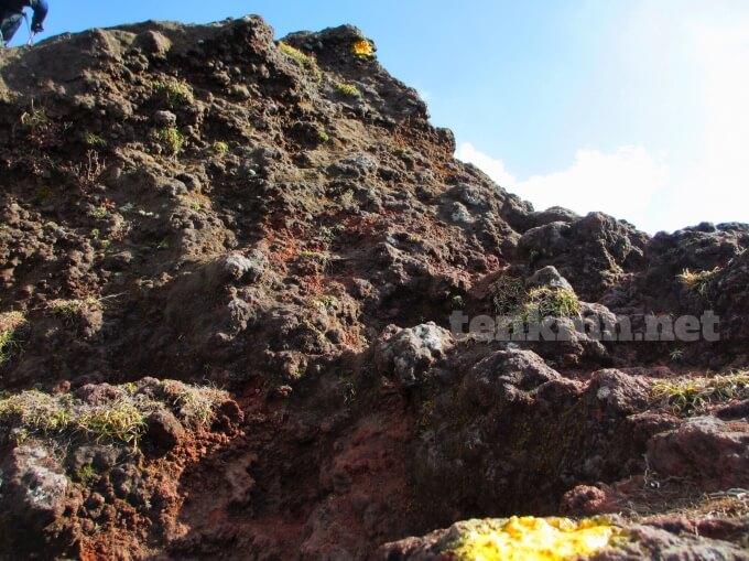 11高千穂峰登山、岩場に突入