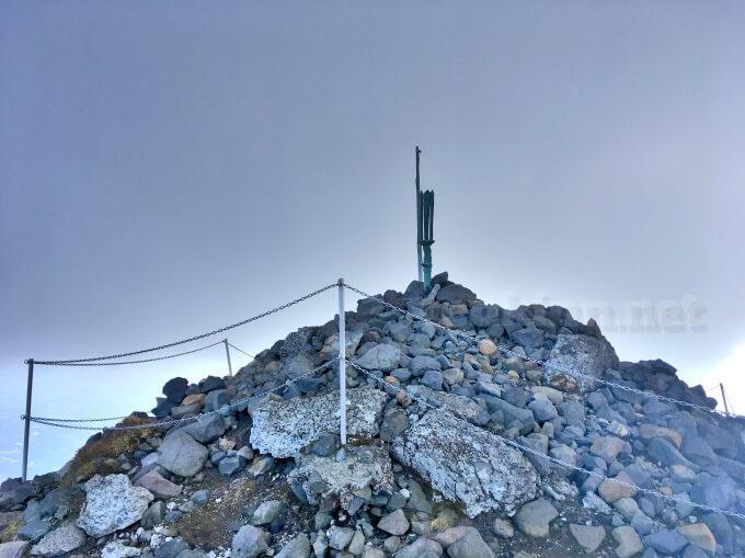 37高千穂峰登山、天の逆鉾には近づけないよ