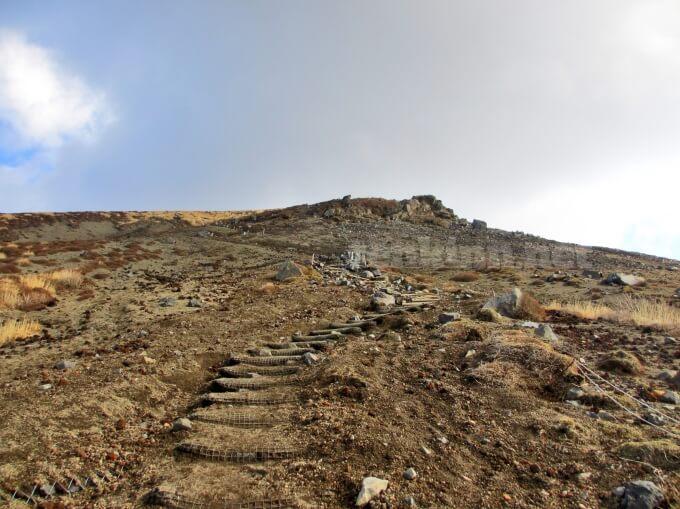 29高千穂峰登山、頂上までは結構勾配があるよ
