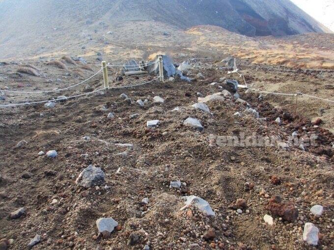 46高千穂峰登山、滑るから気をつけて