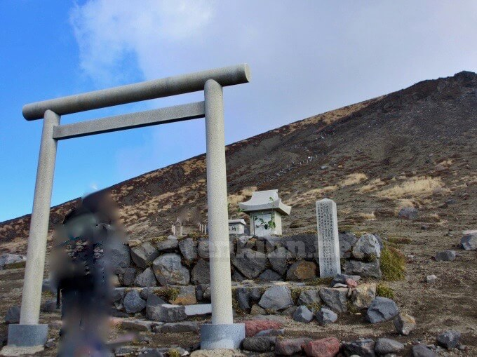高千穂峰登山、高千穂河原から登ると見ることができる背門丘