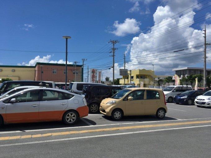 宮古島の駐車場はどこも満車!