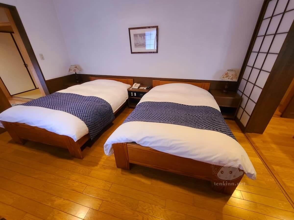 由布院玉の湯の部屋柚子ベッドルーム