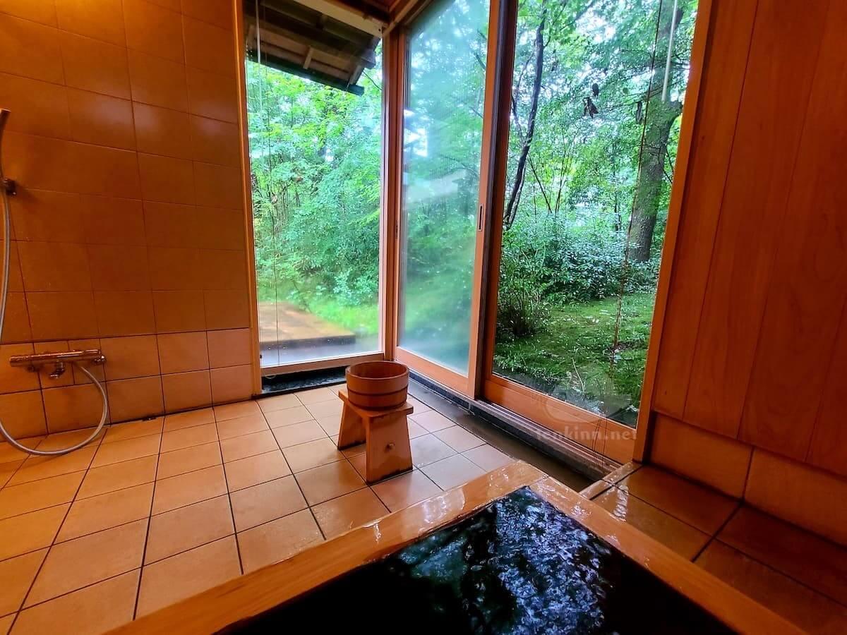 由布院玉の湯の部屋柚子風呂からの景色