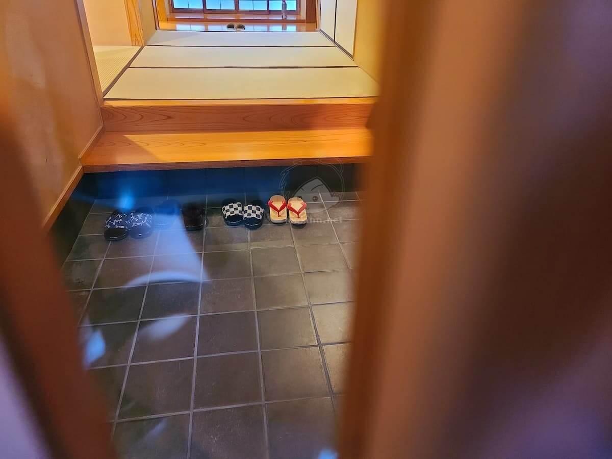 由布院玉の湯の部屋柚子の玄関は中が見える