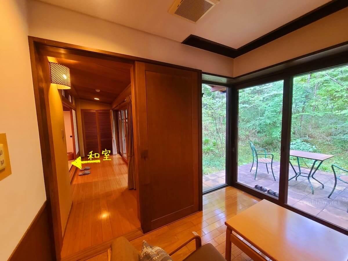 由布院玉の湯の部屋柚子リビングと廊下