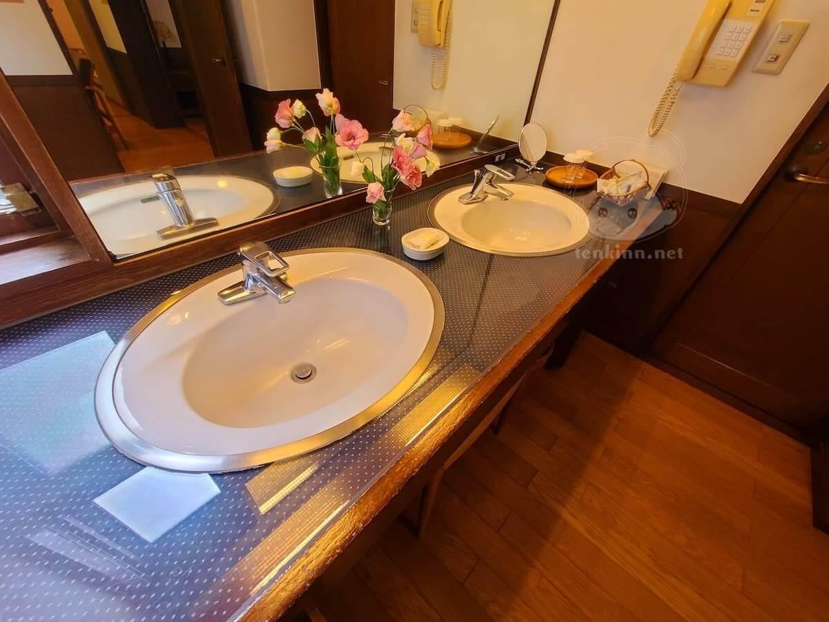 由布院玉の湯の部屋柚子洗面台