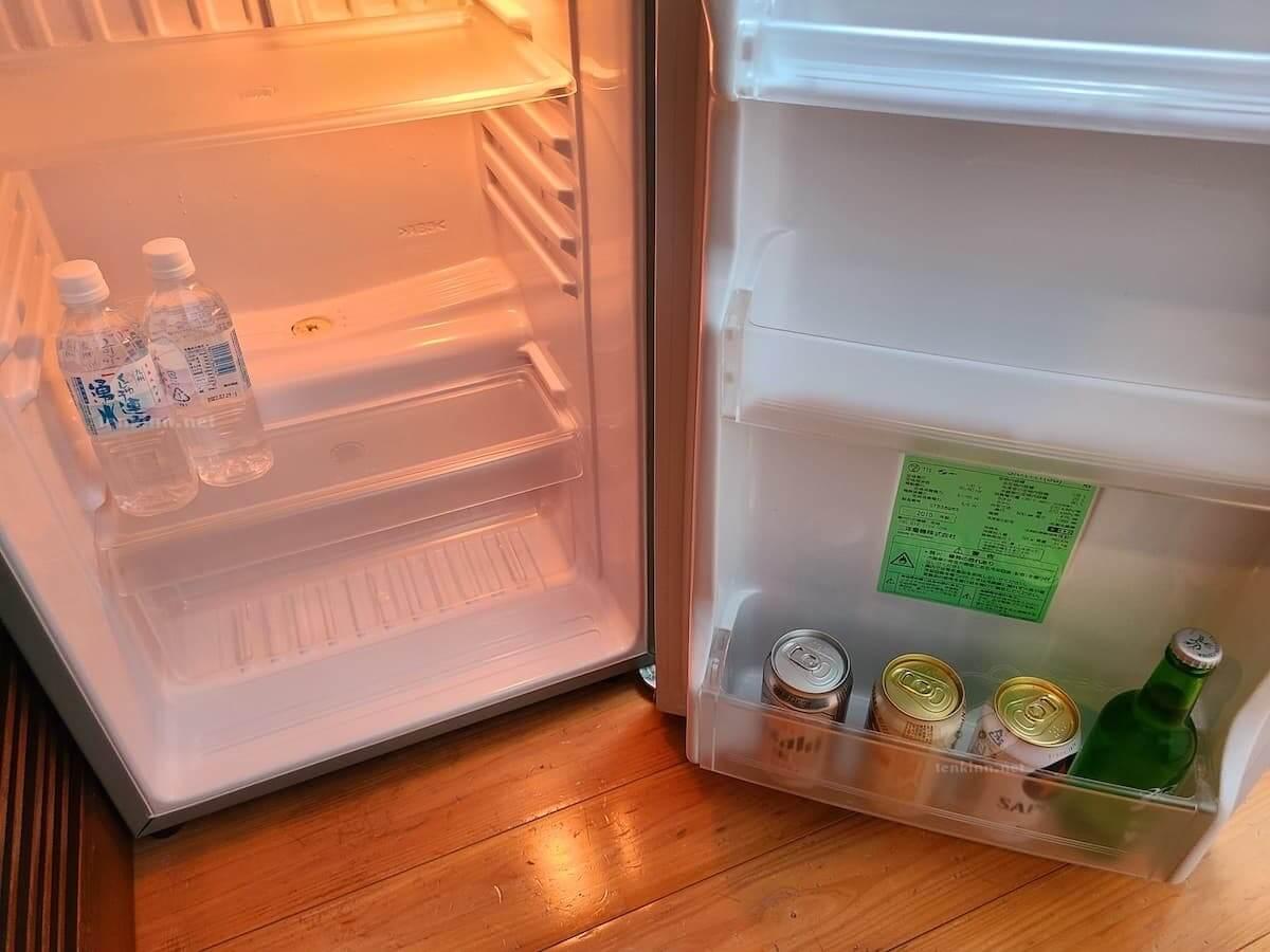 由布院玉の湯の部屋の冷蔵庫の飲み物